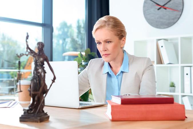 Юридические услуги и консультации адвоката